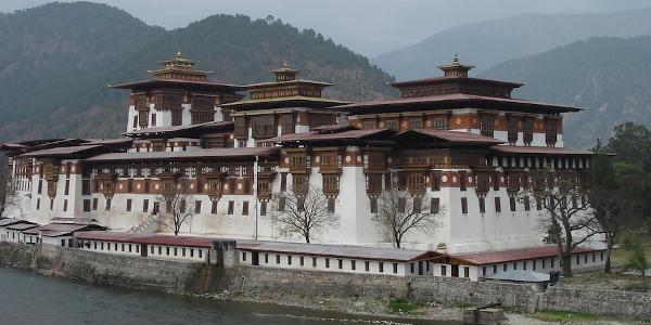 BHUTHAN – DET OUTFORSKADE KUNGADÖMET