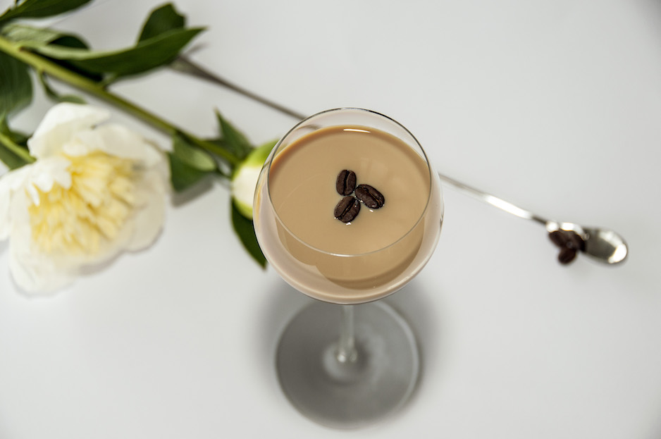 DRINKRECEPT: BAILEYS FLAT WHITE MARTINI
