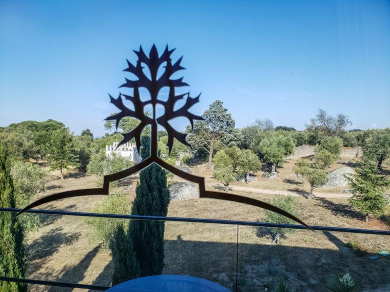 Gamla olivträd återfinns över hela området.